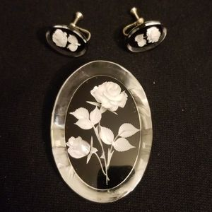Vintage 3 dimensional flower brooch and clip ons
